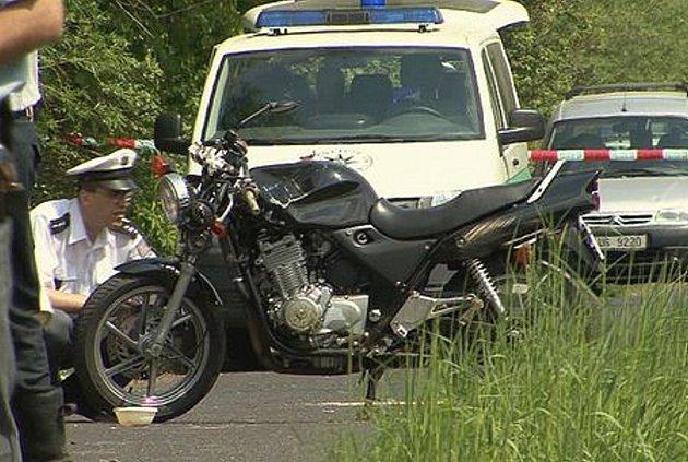 Třiatřicetiletý motorkář zemřel