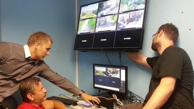 Celkem dvacet jedna nových kamerových bodů budou mít nově k dispozici strážníci děčínské městské policie.