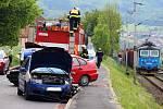 Nehoda dvou osobních vozů a autobusu v Křešicích