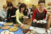 V zámecké kavárně na Děčínském zámku začala ve středu soutěž o nejlepší recept na palačinky.