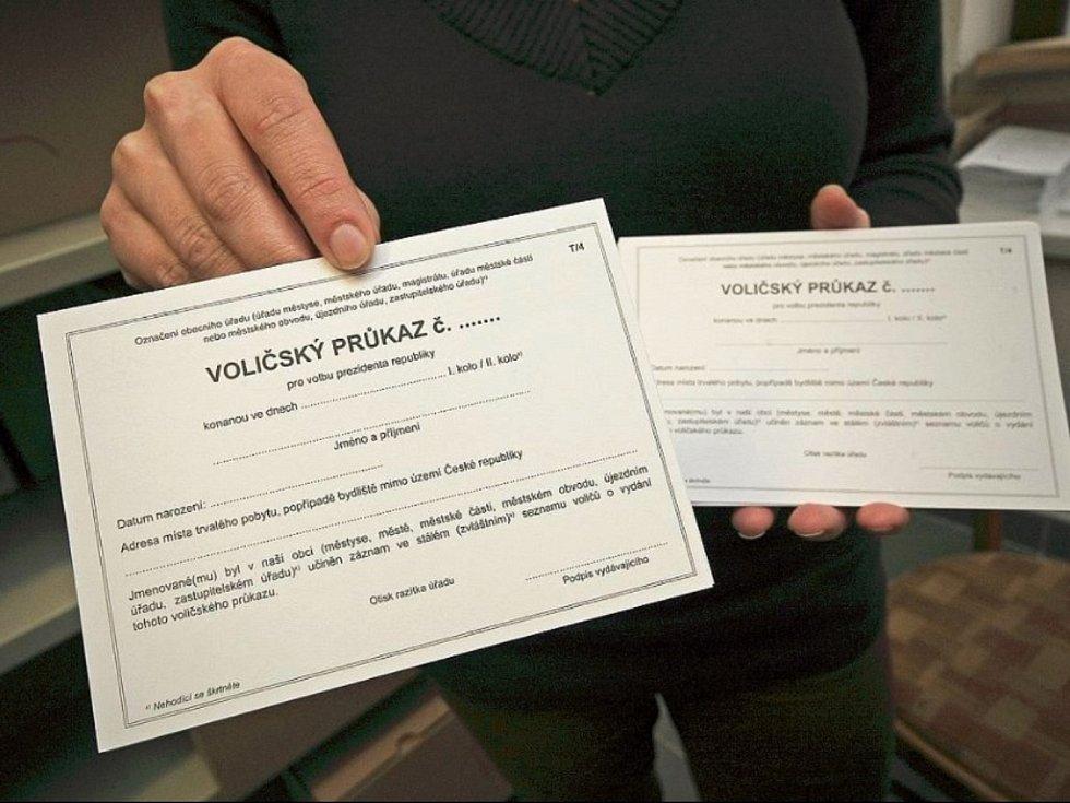 Voličské průkazy, ilustrační foto.