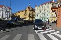 Auta se střetla na Mírovém náměstí v Podmoklech.