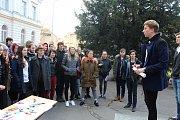 Protest VyjdiVen studentů děčínského gymnázia a obchodní akademie.