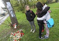 Pietní místo, kde byl ubodán devatenáctiletý student.