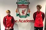 Matyáš Korselt společně s Matyášem Lánou na kempu FC Liverpool.