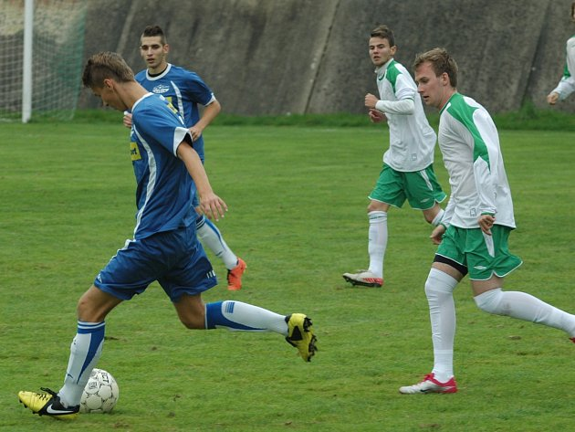 DEBAKL. Junior Děčín (v modrém) doma nestačil na Blšany a prohrál 2:6: