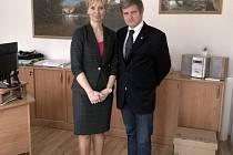 Švýcarský velvyslanec Markus Alexander Antonietti s primátorkou Marií Blažkovou.