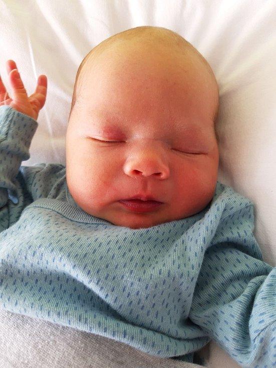 Adam Procházka se narodil mamince Evě Procházkové 12. února ve 12.27 hodin. Měřil 49 cm a vážil 3,024 kilogramu.