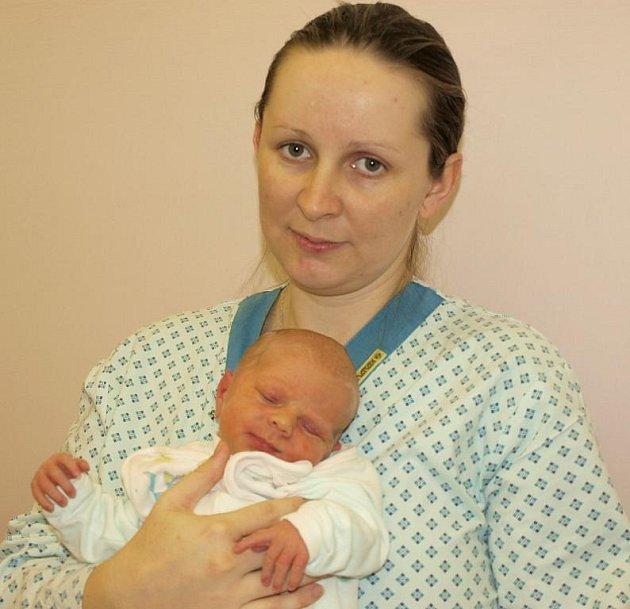 Veronice Otavové ze Šluknova se 2.prosince ve 13.55 v rumburské porodnici narodil syn Alex Gruntorád. Měřil 49 cm a vážil 2,86 kg.