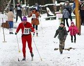 Recesistický závod na běžkách Pastýřská 50 v děčínské zoo.