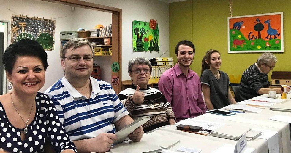Volební komise v jedné z rumburských školek je připravena