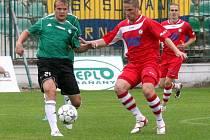 SKVĚLE! FK Varnsdorf (v červneém) vyhrál 1:0 v Mostě nad tamním Baníkem.