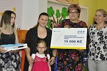 Anička z Děčína si titul Mladý hrdina převzala v DDM Děčín.