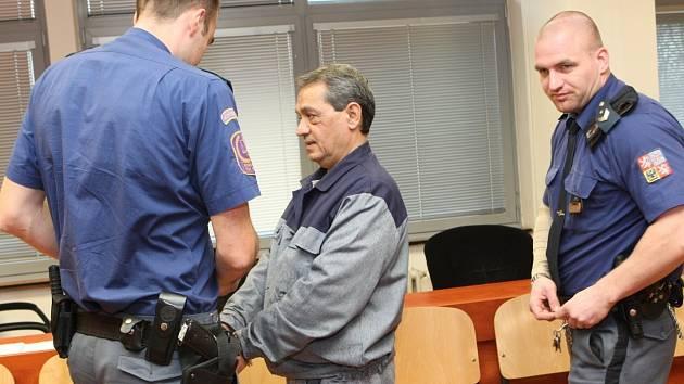 Vrah ze Šluknovska Dušan Pintye stanul v pátek ráno opět před ústeckých krajským soudem.