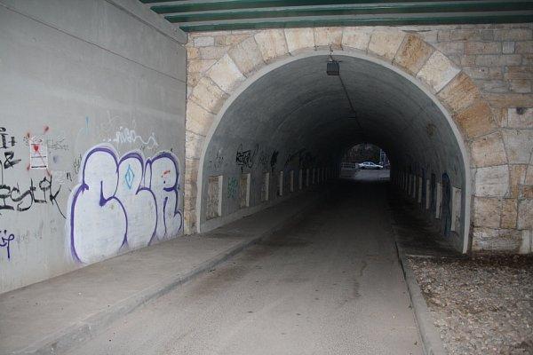 Právě utěchto viaduktů vDěčíně došlo kpřepadení.