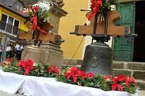 Hřensko má v kostele opět dva zvony.