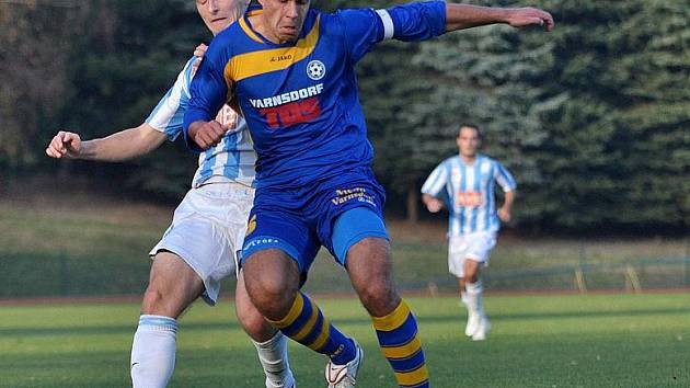 MIROSLAV HOZDA (v modrém proti Čáslavi) vystřelil vítězství proti Třinci.