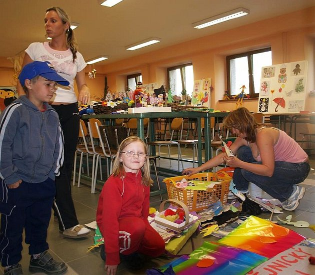 Mladí umělci vystavují ve škole