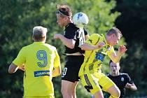 První přátelský zápas mají za sebou fotbalisté Varnsdorfu (ve žlutém). Ve Vrkoslavicích prohráli 1:2 s Jabloncem B.