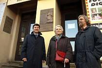 Odhalení pamětní desky si nenechala ujít ani dcera Johanna Radona, pětaosmdesátiletá Brigitte Bukovics.