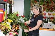 Květinářství zažívají v posledních dnech nával. Valentýn, svátek všech zamilovaných, slaví stále víc lidí i v Čechách.