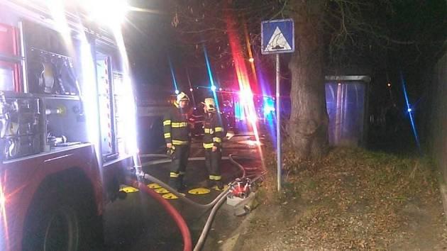 Druhý stupeň požárního poplachu si vyžádal požár autoservisu v Děčíně