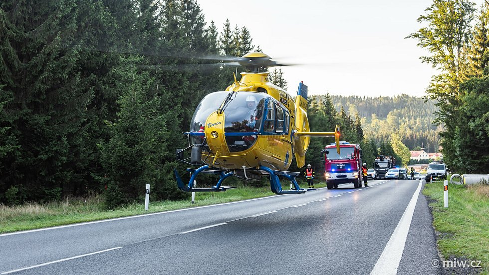 Dopravní nehoda u Svoru. Motorkář se střetl s dodávkou.