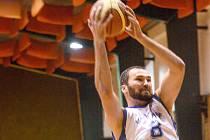 NEDAŘÍ SE. Druholigovým basketbalistům Děčína a Varnsdorfu se nedaří.