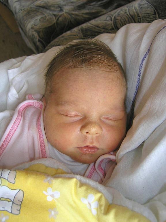 Kristýně Černůškové z Mikulášovic se 12.10. v 11.36 hodin v českolipské porodnici narodila dcera Klára. Měřila 48 cm a vážila 3,49 kg.
