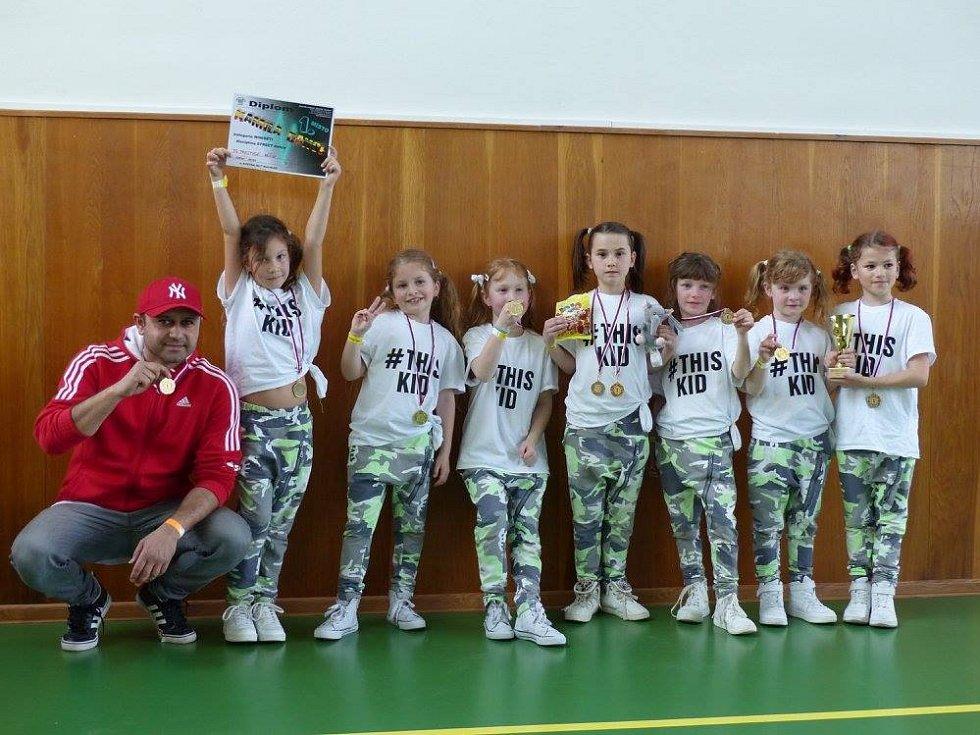 Umí skvěle tančit, jsou úspěšní na mistrovství světa i republiky a reprezentují Děčín. To je děčínská taneční skupina Prestige.