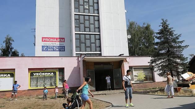 UBYTOVNA, kde jsou Štěnice je v Děčíně na Starém Městě v Zelené ulici.