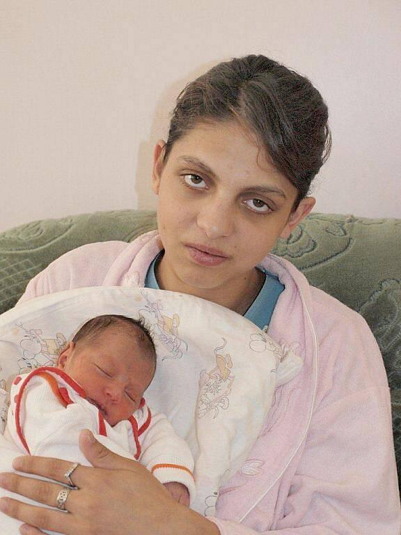 Kristýně Ferencové z Krásné Lípy se 9.října v 0.25 v rumburské porodnici narodila dcera Klára Ferencová.Měřila 42 cm a vážila 2,39 kg.