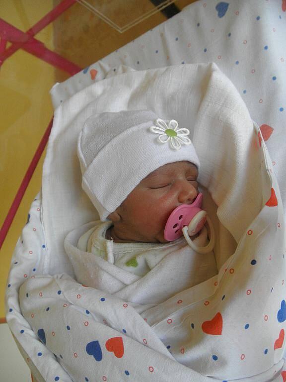 Juditě Ginové z Děčína se 9. října v 01:12 v děčínské porodnici narodila dcera Nelly. Měřila 44 cm a vážila 2 kg.