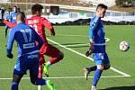 PŘÍPRAVA. Varnsdorf (v modrém) doma prohrál 1:2 proti Ústí nad Labem.