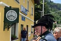 V Dolním Źlebu odhalili renovované historické hodiny.
