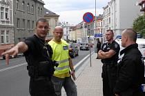 Opatření policie a strážníků na Kamenické ulici v Děčíně.