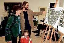 VERNISÁŽ. Jedna z mála akcí, která se v prostorách bývalé knihovny konala, byla vernisáž výstavy o děčínských Podmoklech.