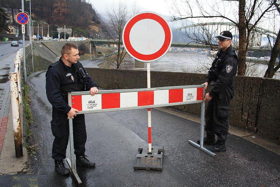 Silnice do Dolního Žlebu je zavřená.