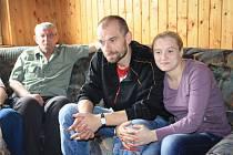 Evakuovaná rodina v Děčíně