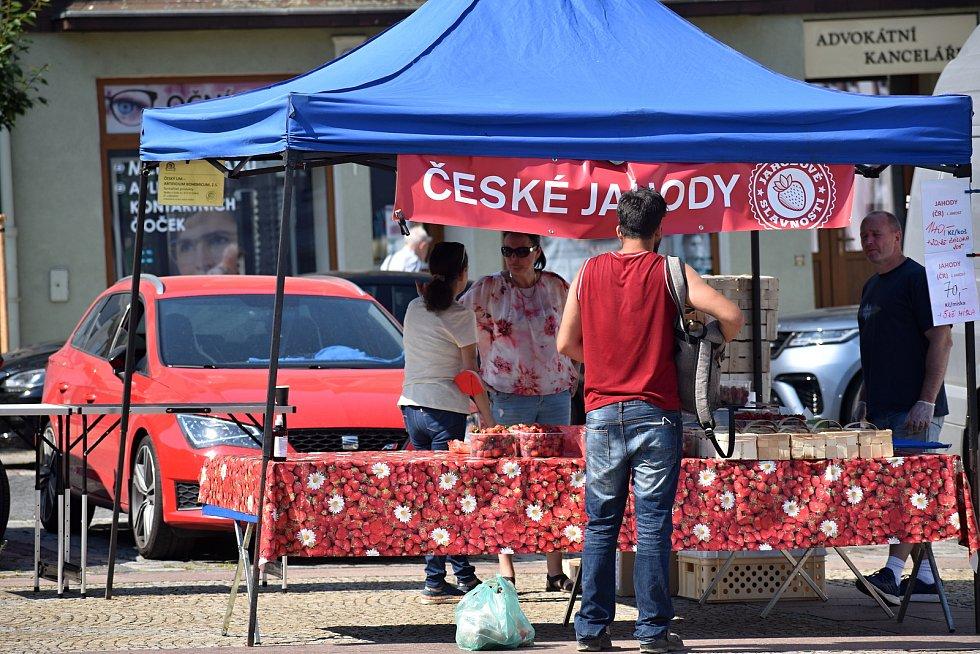 Jahodové trhy v Děčíně.