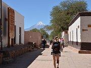 San Pedro s vulkánem Cerro Toco v pozadí.