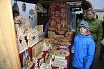 Vánoční trhy přilákaly na děčínský zámek davy lidí.