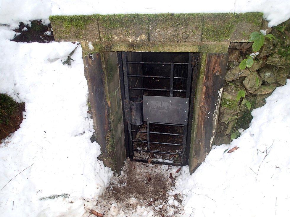 Některá zimoviště netopýrů je potřeba chránit před vstupem lidí.
