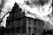 Na začátku dubna 1986 zničil velký požár zámek ve Šluknově.