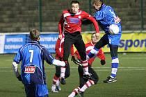 FK VARNSDORF (v červeném) ve svém první zápase porazil 3:1 Ústí.
