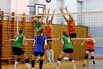RUMBURSKÉ VOLEJBALISTKY doma hrály se Stavební fakultou Praha.