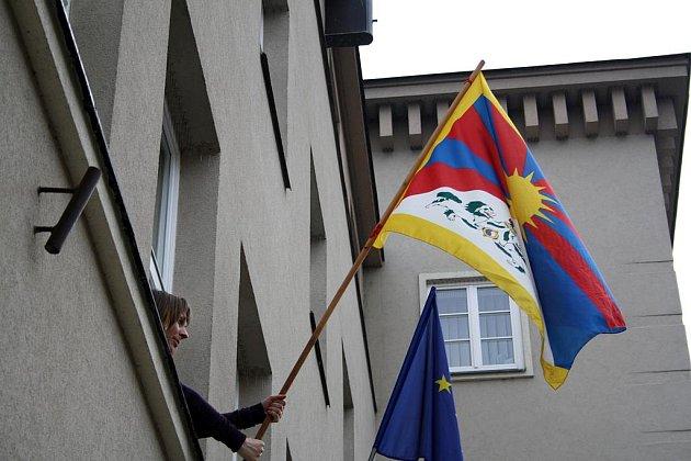 Již potřinácté zavlála na děčínském magistrátu tibetská vlajka jako symbol podpory boje Tibetu za svobodu.
