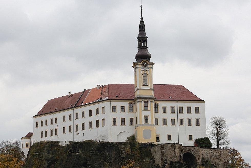 Zámek, oprava střechy zámku