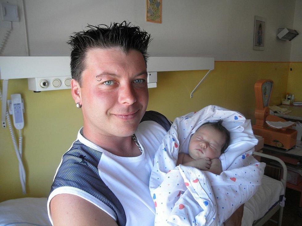 Lence Vičálkové z Děčína se 23. června v 01:46 v děčínské porodnici narodila dcera Isabel Zadinová. Měřila 49 cm a vážila 3,35 kg.