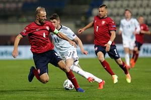 Radim Breite (vpravo) při svém reprezentačním zápase proti Skotsku.